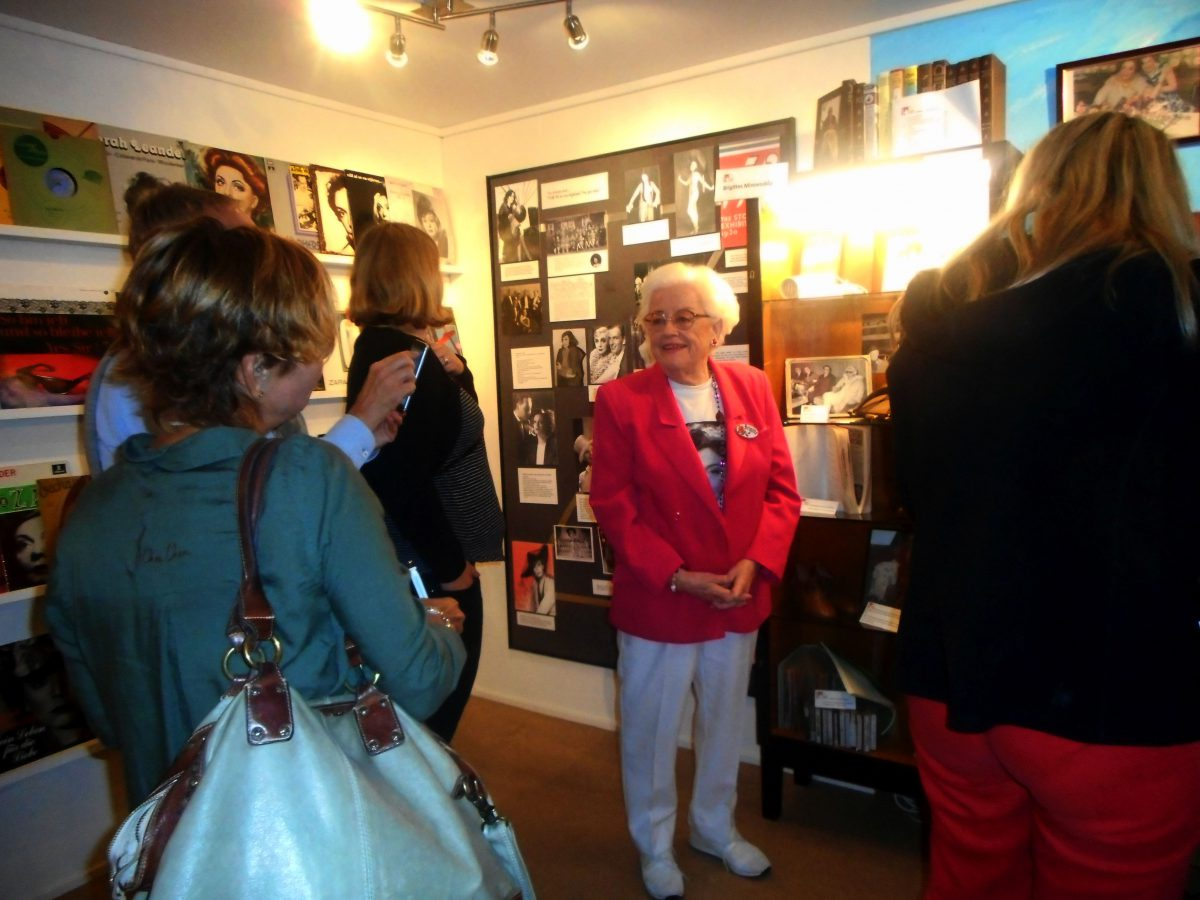 Intresserade deltagare vid pressresan tillsammans med Brigitte